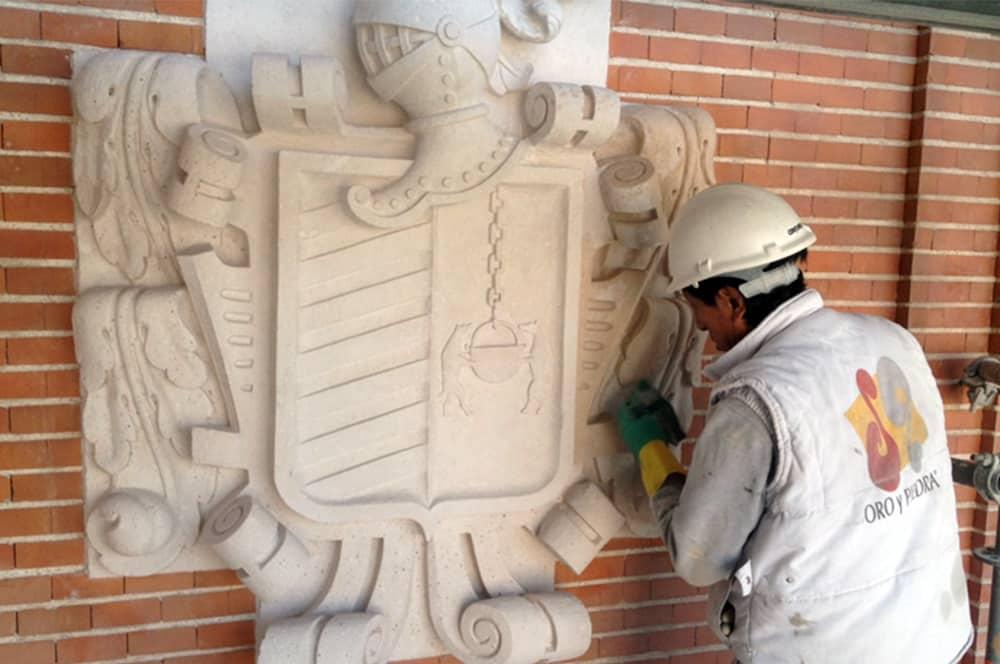 rehabilitación escudo fachada