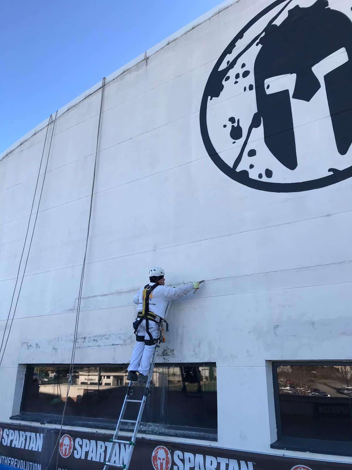 Trabajo de pintura en fachada